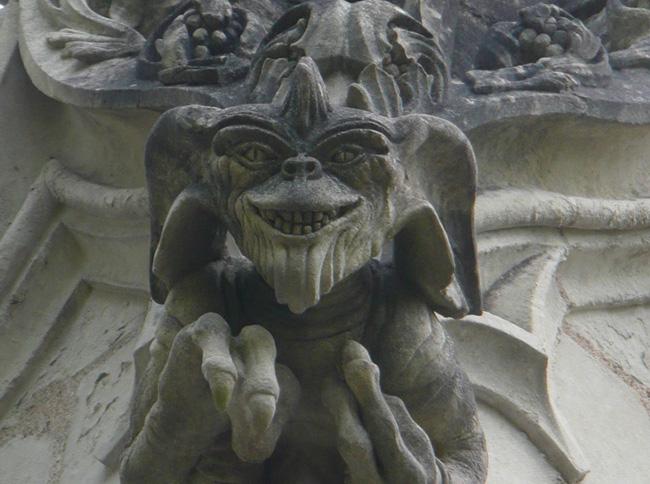 Cappella Francese Gremlins, Goldrake e Alien